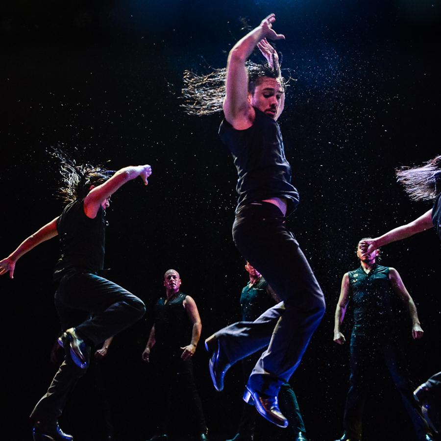 Dancers on Che Malambo